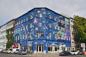 Los mejores grafitis de Berlín: universo de colores y estrellas