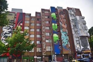 Los mejores grafitis de Berlín: edificio lleno de murales