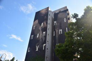 Los mejores grafitis de Berlín: palabras homo homini lupus