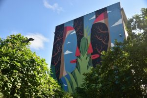 Los mejores grafitis de Berlín: dos caras mirándose la una a la otra