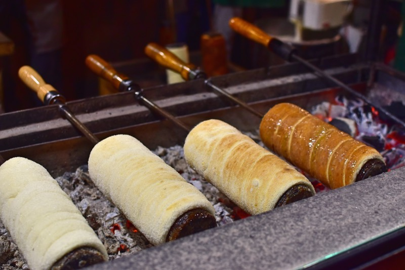 25 cosas que hacer en Budapest: comer un pastel chimenea
