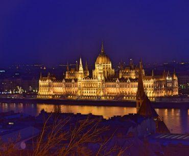 Qué hacer en Budapest: el Parlamento de Budapest de noche