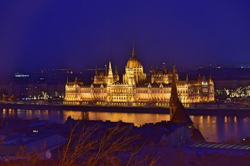 25 cosas que hacer en Budapest: el Parlamento de Budapest de noche