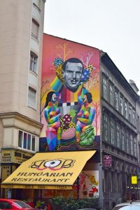 Qué hacer en Budapest: el mural de Okuda en Budapest
