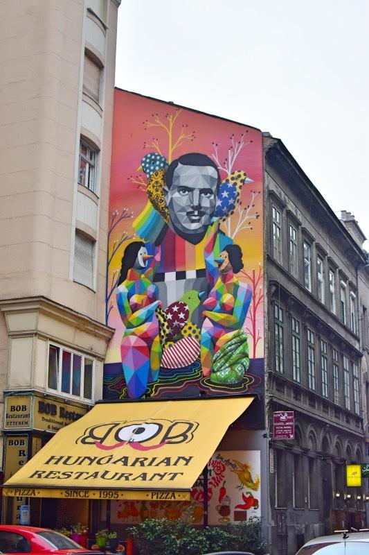 el mural de Okuda en Budapest