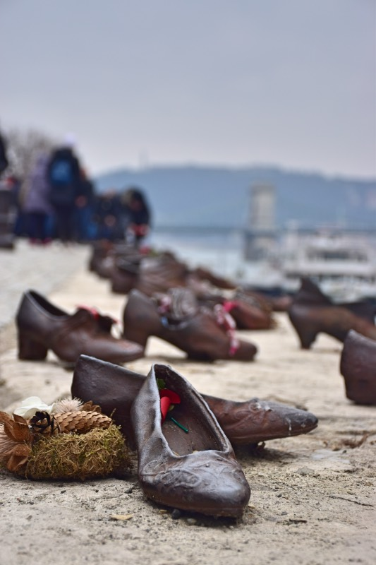 25 cosas que hacer en Budapest: visitar el monumento de los zapatos del Danubio