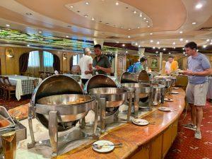 Contratar un crucero por el Nilo en Egipto: bufé libre de comida