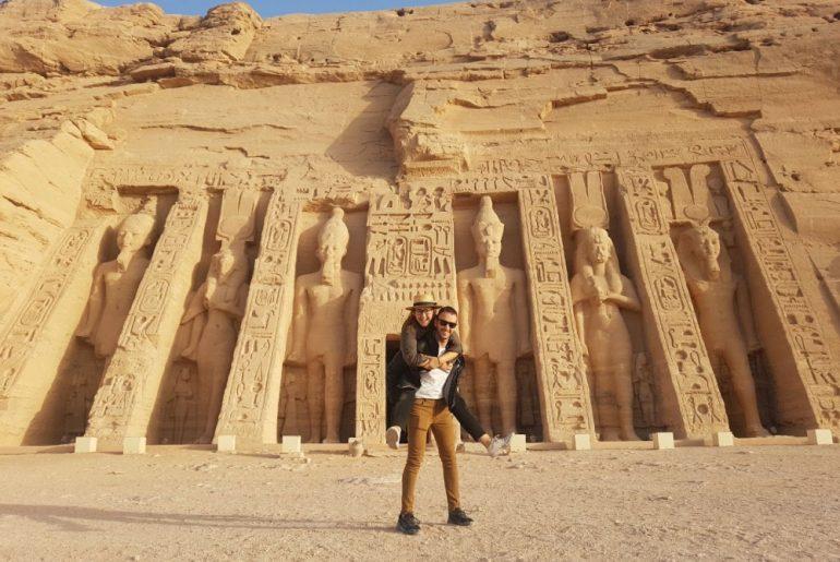 En Abu Simbel comprobando que es seguro viajar a Egipto