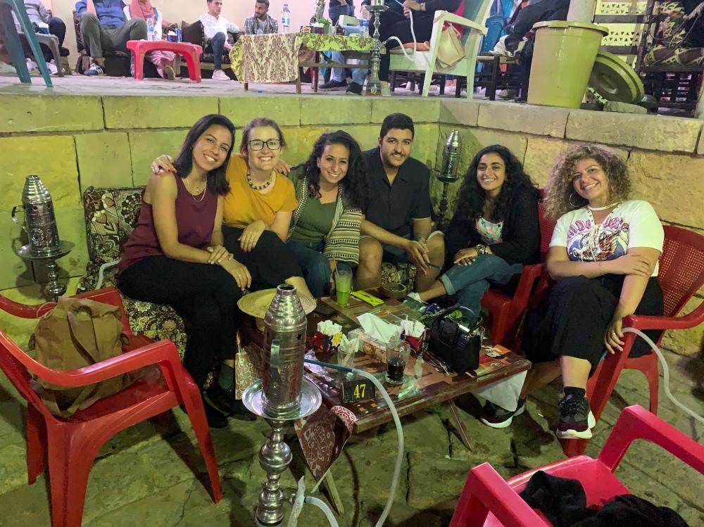 En el bar Zainab Khatoon junto a mis nuevos amigos egipcios