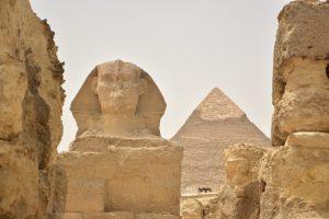 La Esfinge y, de fondo, la Pirámide de Kefrén