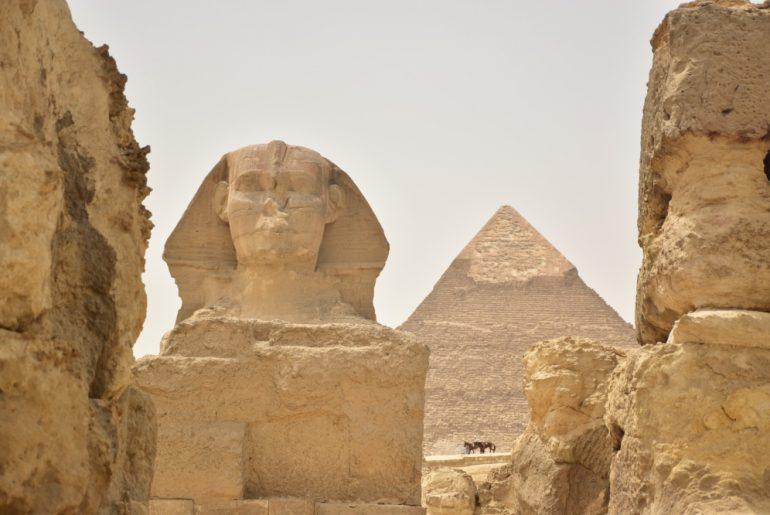 Viajar a Egipto: La Esfinge y, de fondo, la Pirámide de Kefrén