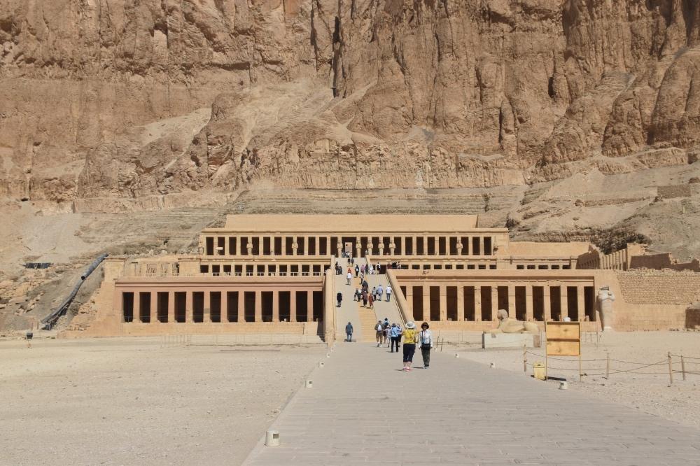 Contratar un crucero por el Nilo en Egipto: Templo de Hatshepsut