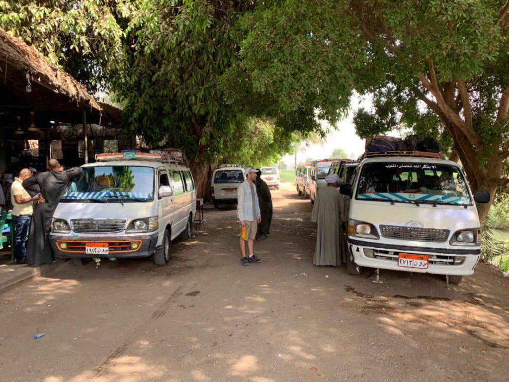 Cómo moverse por Egipto: furgonetas compartidas estación Edfu