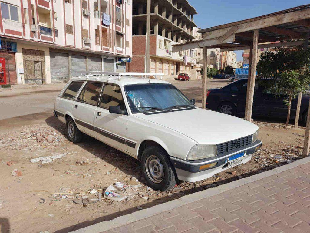 Cómo moverse por Egipto: coche peugeout 504 egipto