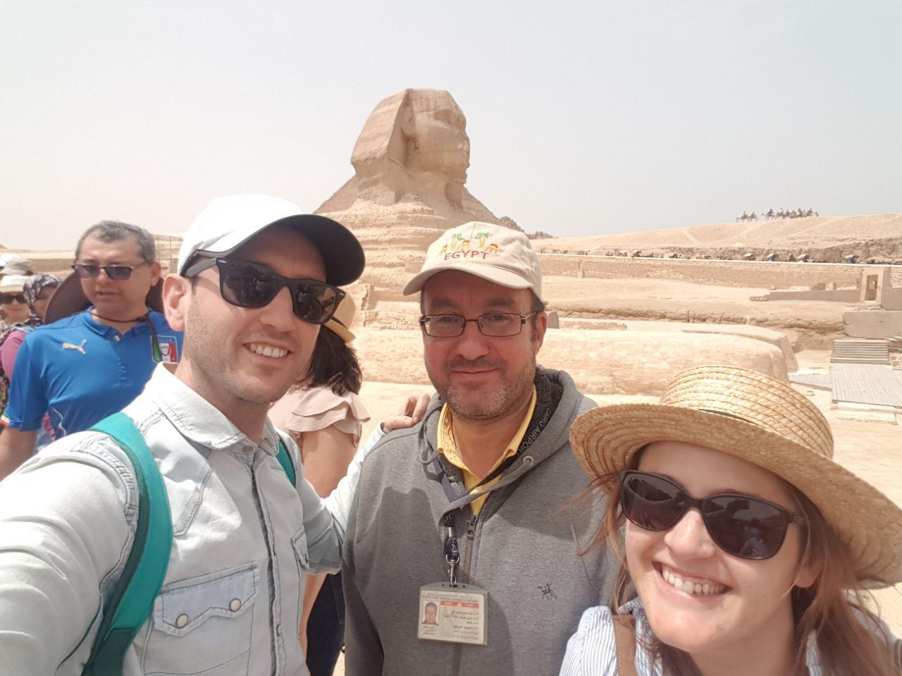 Con Walid, nuestro guía para visitar las Pirámides de Giza en Egipto