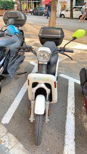 Una moto eléctrica Ecooltra en Barcelona