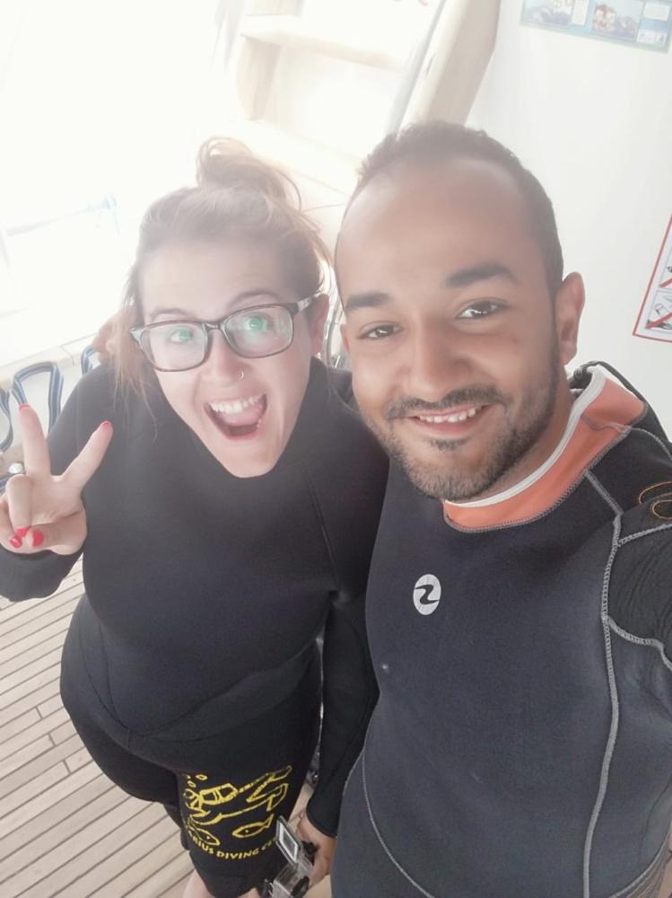 Con Eessa, mi compañero de buceo en Hurghada