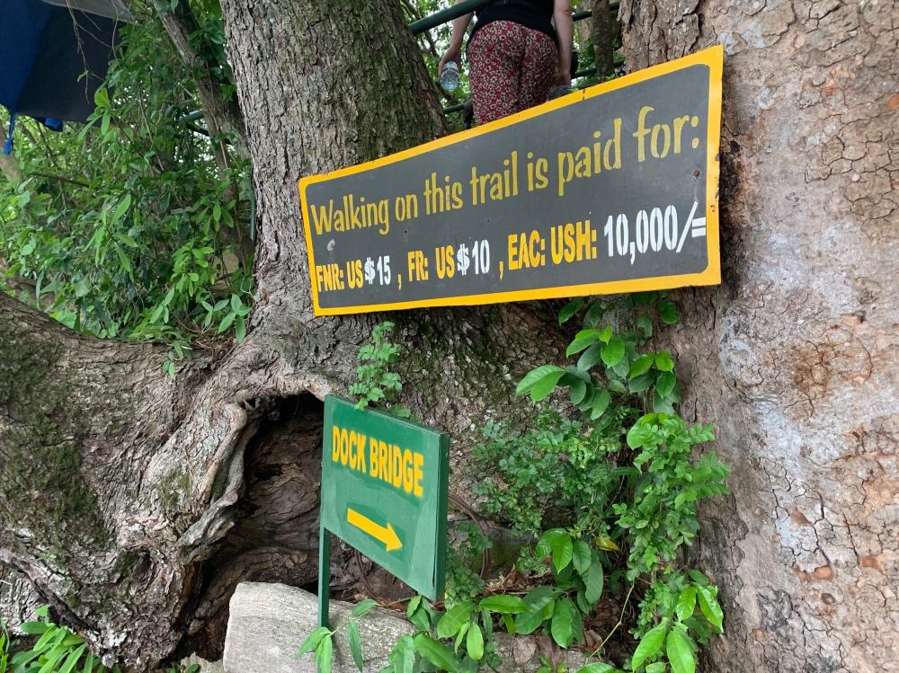 El camino a la cima de las cataratas es de pago