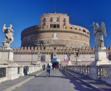 Una clásica vista del Castillo Sant'Angelo, desde el puente Sant'Angelo