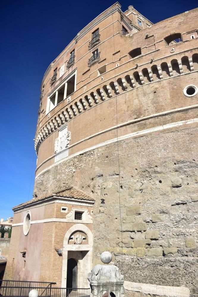 Visitar el Castillo San'tAngelo: la fachada del edificio