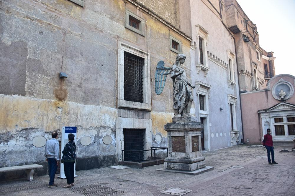 El patio de los Ángeles en el Castillo Sant'Angelo