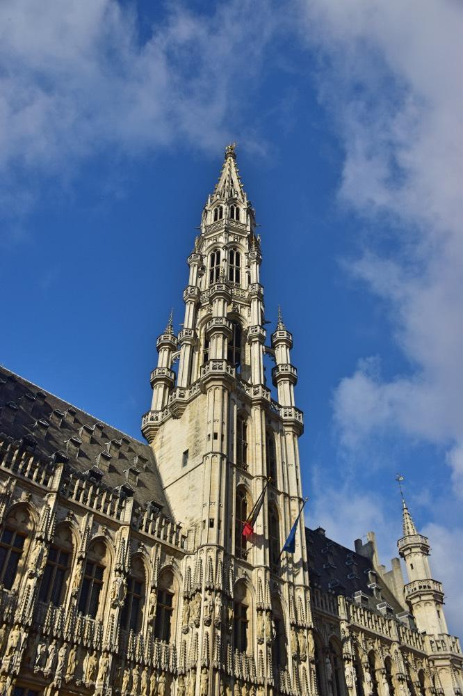 Qué hacer en Bruselas: El ayuntamiento de Bruselas en la Grand Place