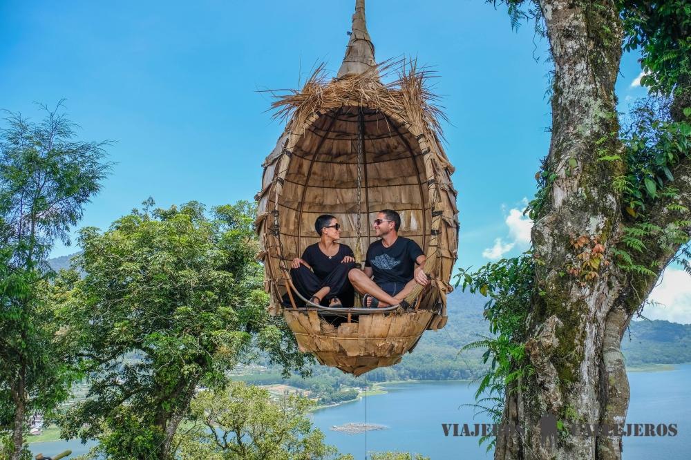Vanessa y Roger, los integrantes de Viajeros Callejeros, en Bali