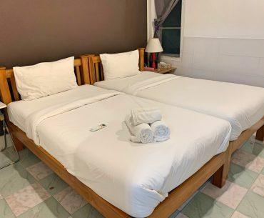 Nuestro alojamiento en Sukhothai, una habitación en una guesthouse familiar.