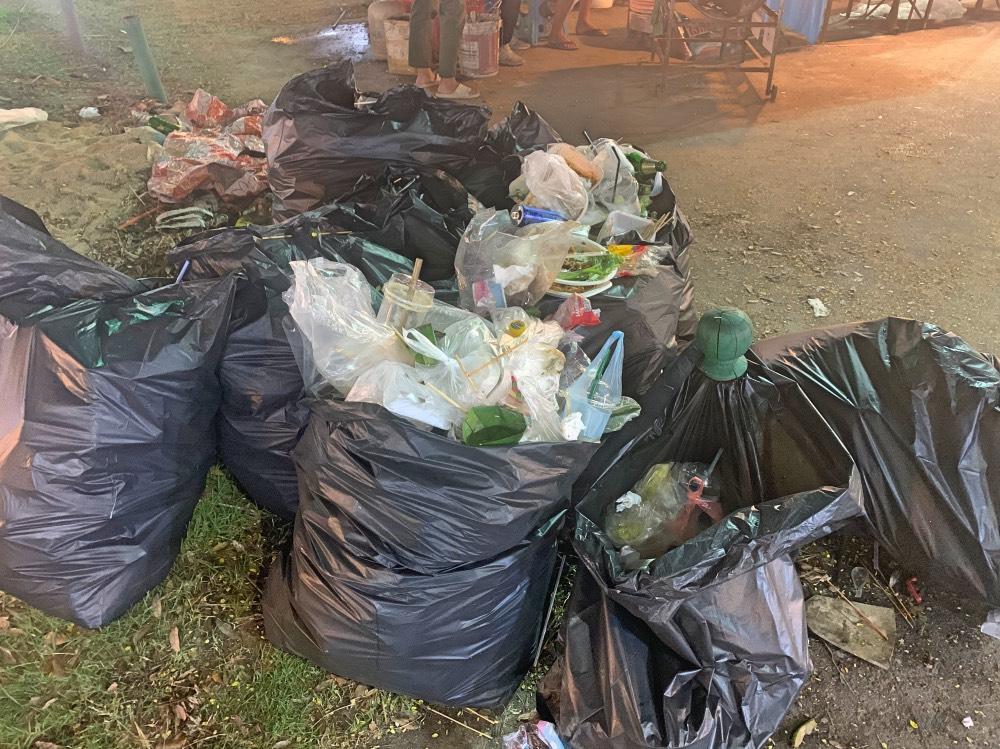 La cantidad de residuos que se generan en este tipo de mercadillos es una locura. Llevando nuestro propio tupper y cubiertos generaremos cero residuos.