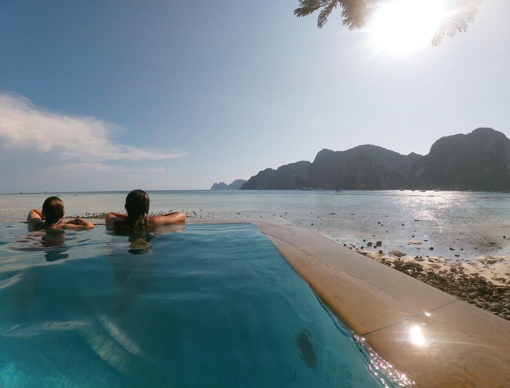 Qué hacer en Koh Phi Phi: un baño en una piscina infinita