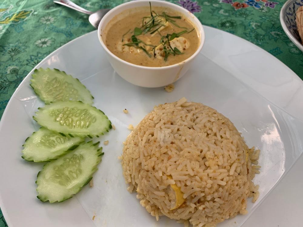 El panang curry del Garlic 1992 está delicioso.