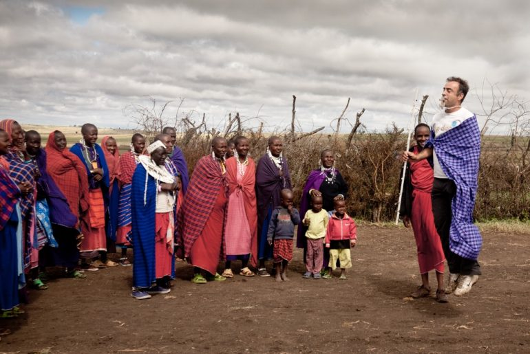 Daniel Losada haciendo Trip-Drop en Tanzania