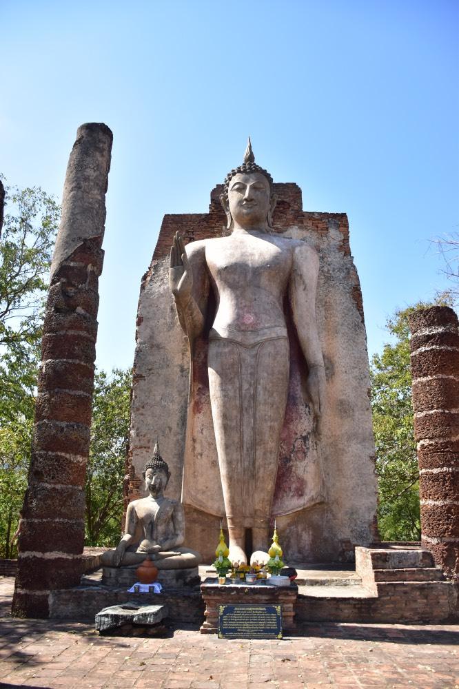 El Buda en lo alto de una colina