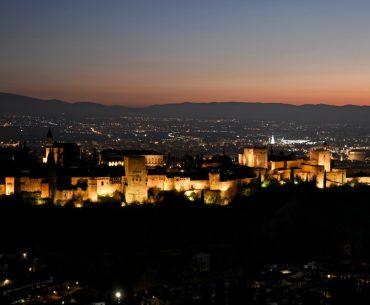 Alhambra iluminada de noche