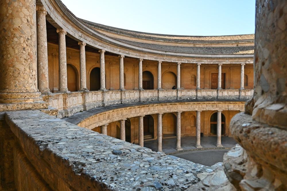 Visitar la Alhambra de Granada: patio circular.