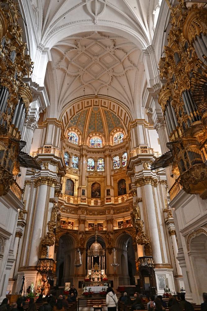 Qué hacer en Granada: columnas del interior de la Catedral.