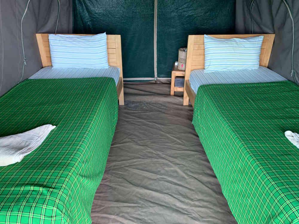 Dónde dormir en Uganda: tienda de campaña doble con dos camas