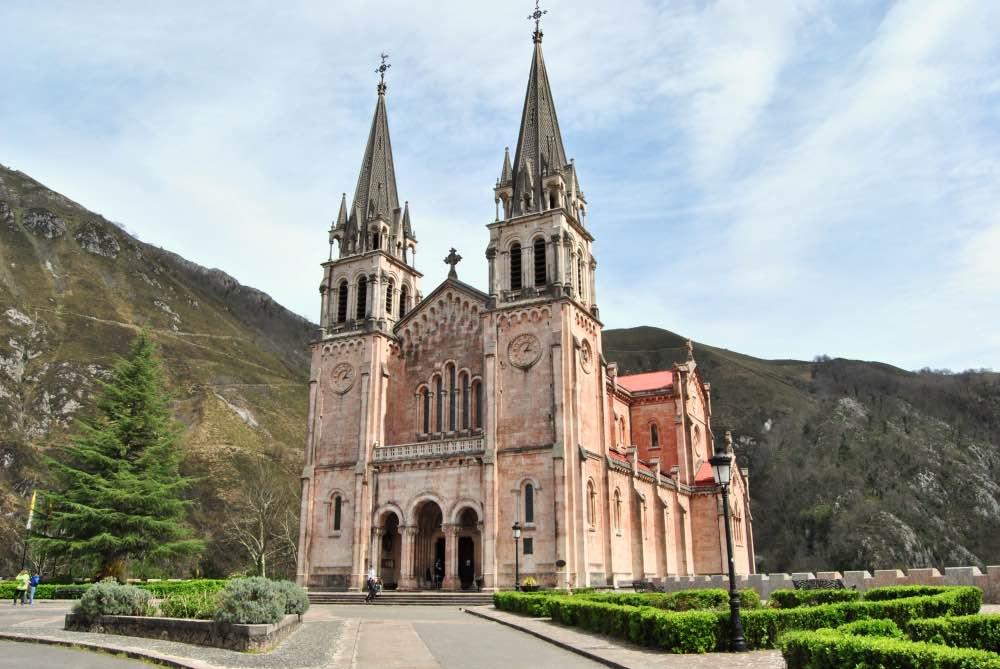 Qué ver en Covadonga: La Basílica de Nuestra Señora de Covadonga