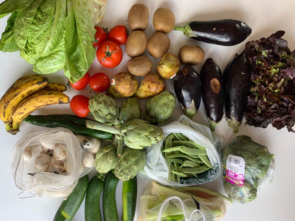 Fruta y verdura de productores locales, comprada en comercio local.