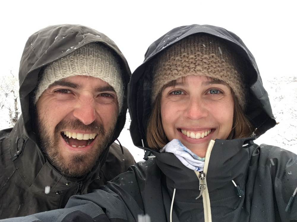 Selfie de Juancar y Rosalía con el fondo nevado