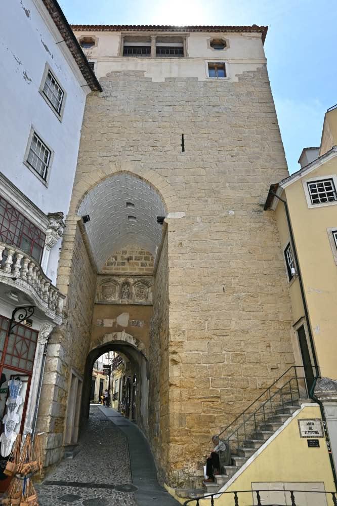 El arco y torre de Almedina