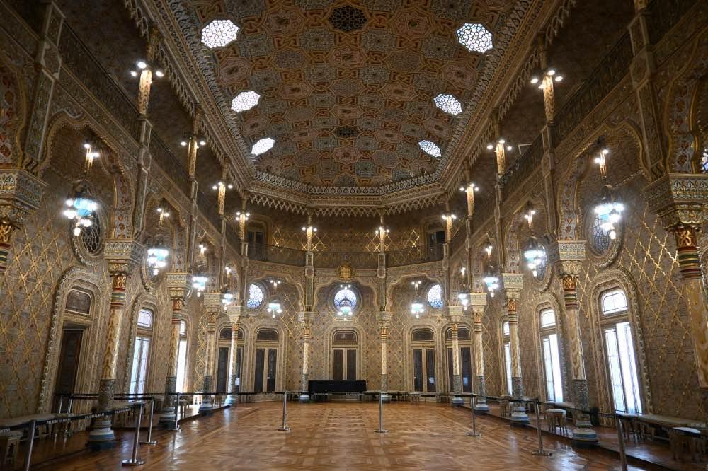 Qué hacer en Oporto: Una de las salas del Palacio de la Bolsa de Oporto, de estilo árabe