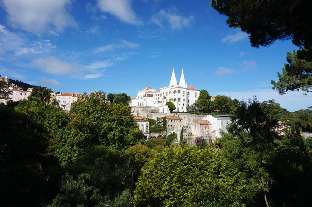 El Palacio Nacional de Sintra con sus dos características chimeneas
