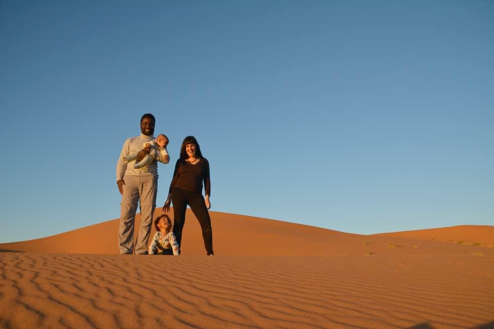 Vivir en Marruecos: Alicia y su familia en las dunas de Marruecos