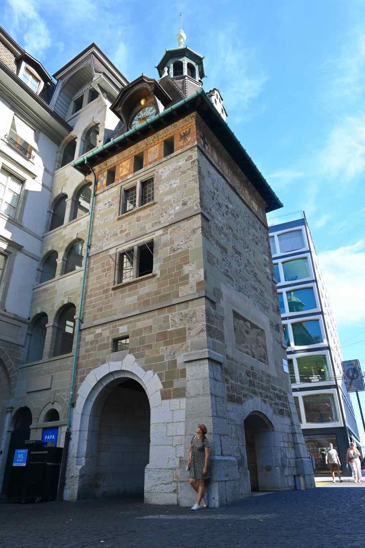 La torre medieval de la Place du Molard