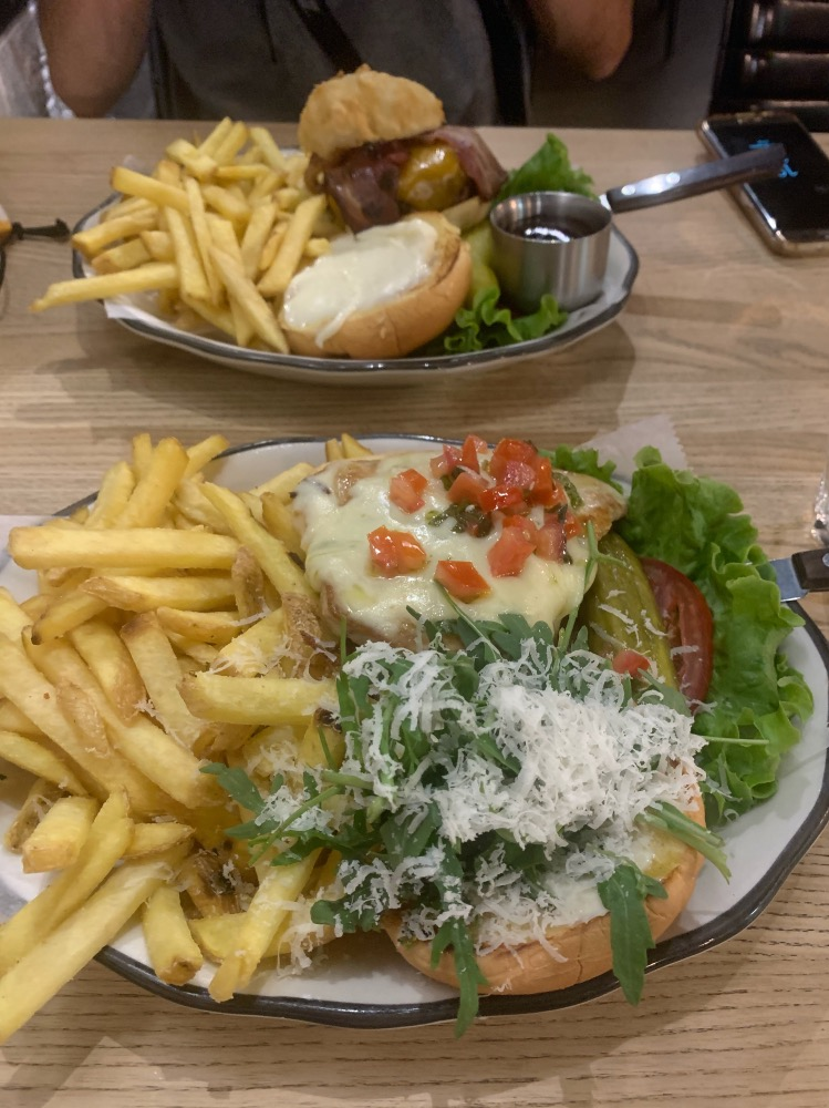 Dónde comer en Ginebra bien y barato: hamburguesas Black Tap