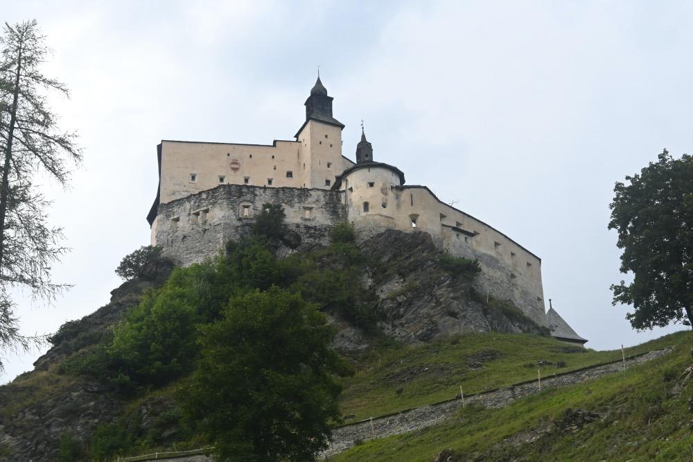 Visitar Scuol: castillo de Tarasp