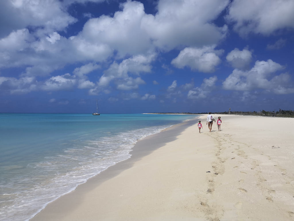 Disfrutando de una playa desierta en Barbuda