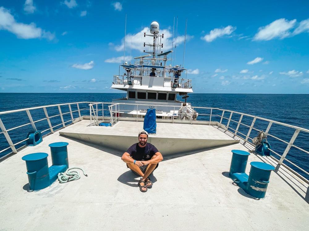 Miguel Escolano a bordo de uno de los barcos