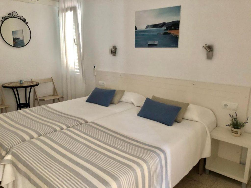 Dónde dormir en Cadaqués: habitación doble del Hostal el Ranxo